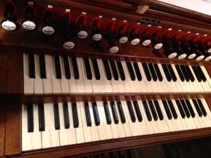 Console de l'orgue de la Charité-sur-Loire